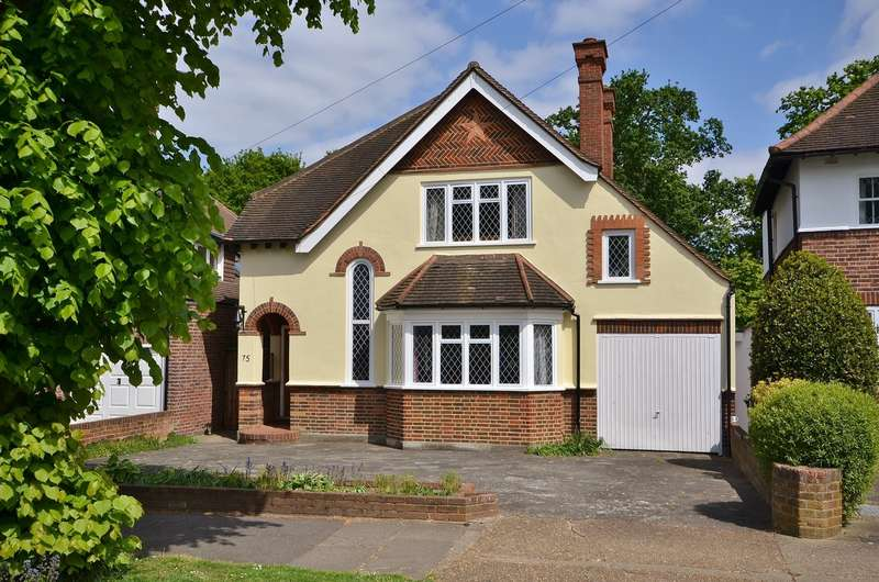 3 Bedrooms Detached House for sale in Hinchley Wood