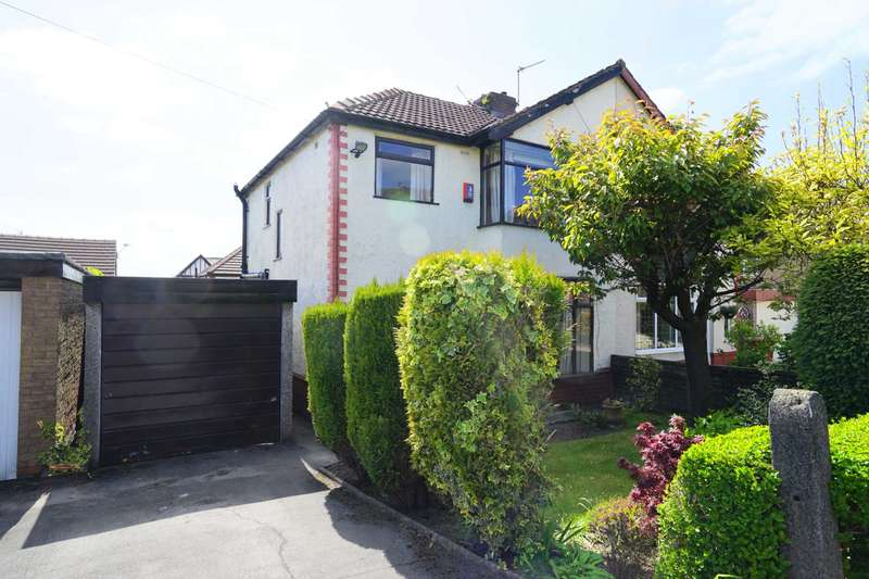 3 Bedrooms Semi Detached House for sale in The Crescent, Horwich