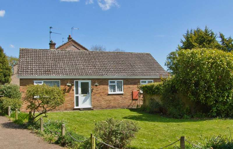 3 Bedrooms Detached Bungalow for sale in North Pickenham Road, Necton