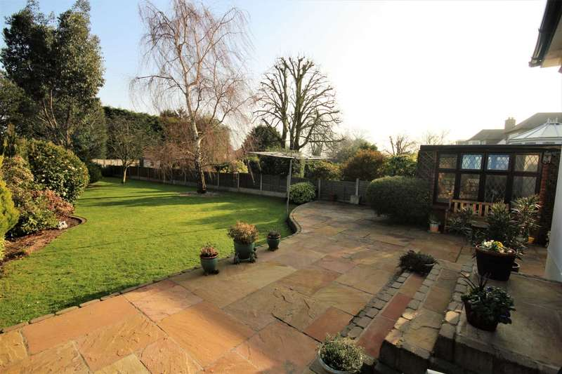 3 Bedrooms Bungalow for sale in Harrow Drive, Hornchurch