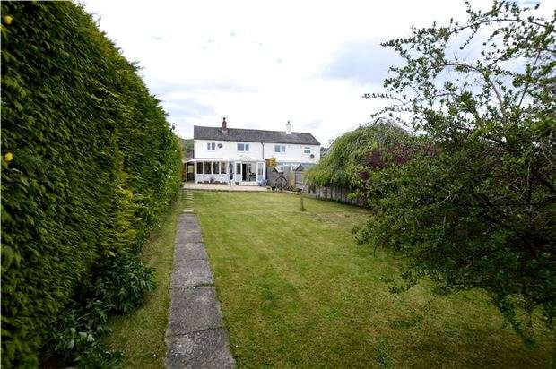 3 Bedrooms Semi Detached House for sale in Elm Road, Stroud, Gloucestershire, GL5 4NJ