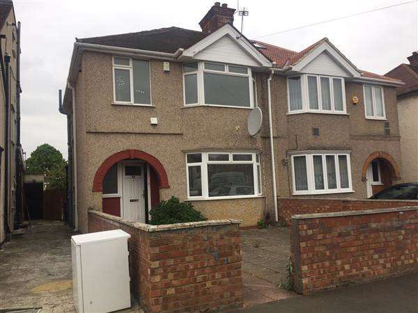 3 Bedrooms Semi Detached House for sale in Cambridge Close, Hounslow