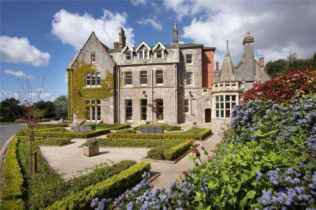 2 Bedrooms Flat for sale in Lincombe Manor, Lincombe Retirement Village, Torquay, Devon
