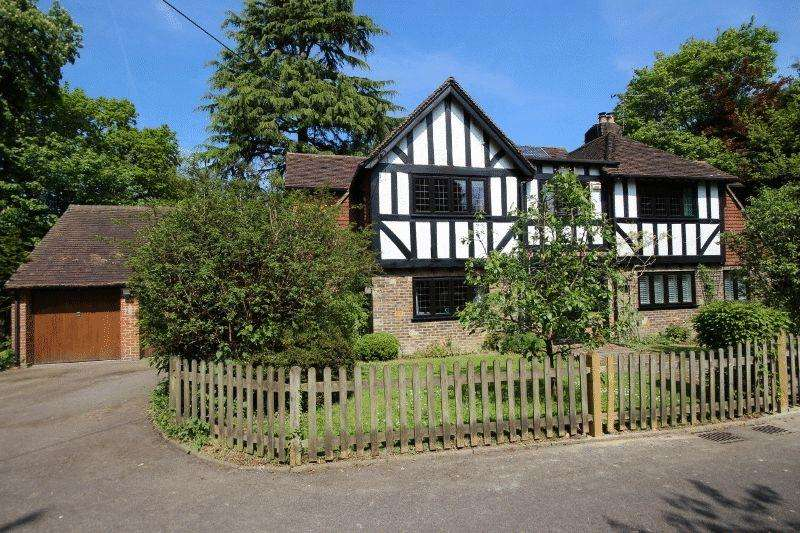 5 Bedrooms Detached House for sale in Frankton Avenue, Haywards Heath