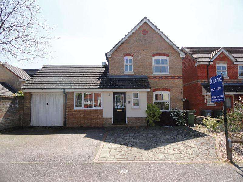 3 Bedrooms Detached House for sale in The Cains, Taverham, Norwich