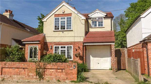3 Bedrooms Detached House for sale in Sunray Estate, Sandhurst, Berkshire