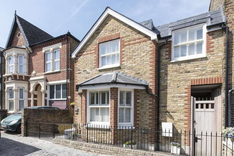 2 Bedrooms Semi Detached House for sale in Broomwood Road, Battersea, London