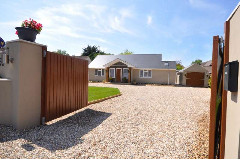4 Bedrooms Detached Bungalow for sale in Braeside Road, St Leonards, Ringwood, BH24 2PJ