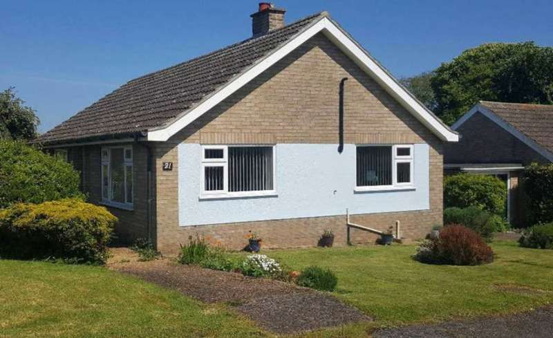 3 Bedrooms Detached Bungalow for sale in Hillside, Swaffham, PE37 7QU