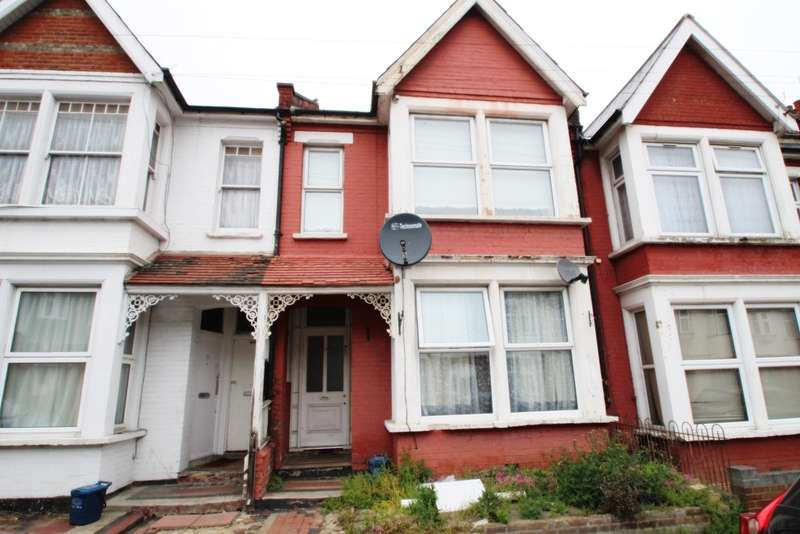2 Bedrooms Ground Flat for sale in Quebec Avenue, Southend on Sea