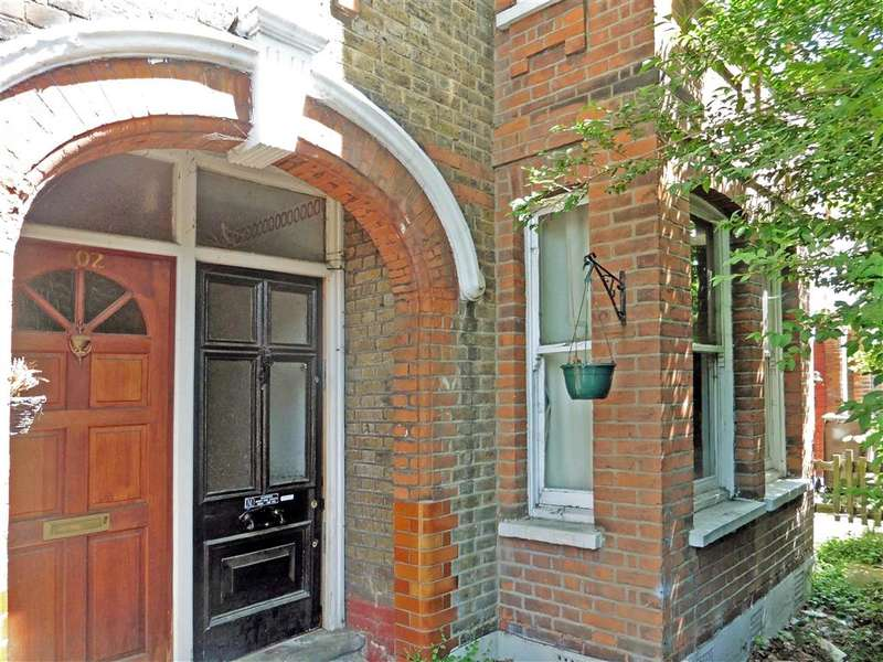 2 Bedrooms Ground Flat for sale in Blyth Road, Walthamstow