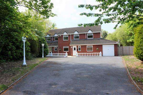 5 Bedrooms Detached House for sale in Willow Cottage, Upper Mill Road, PONTARDDULAIS