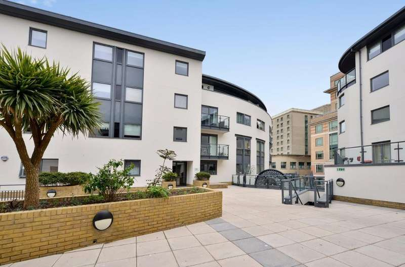 2 Bedrooms Flat for sale in West Street Brighton East Sussex BN1