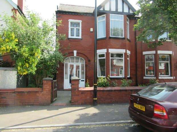 3 Bedrooms Semi Detached House for sale in Auburn Road, Old Trafford, Manchester