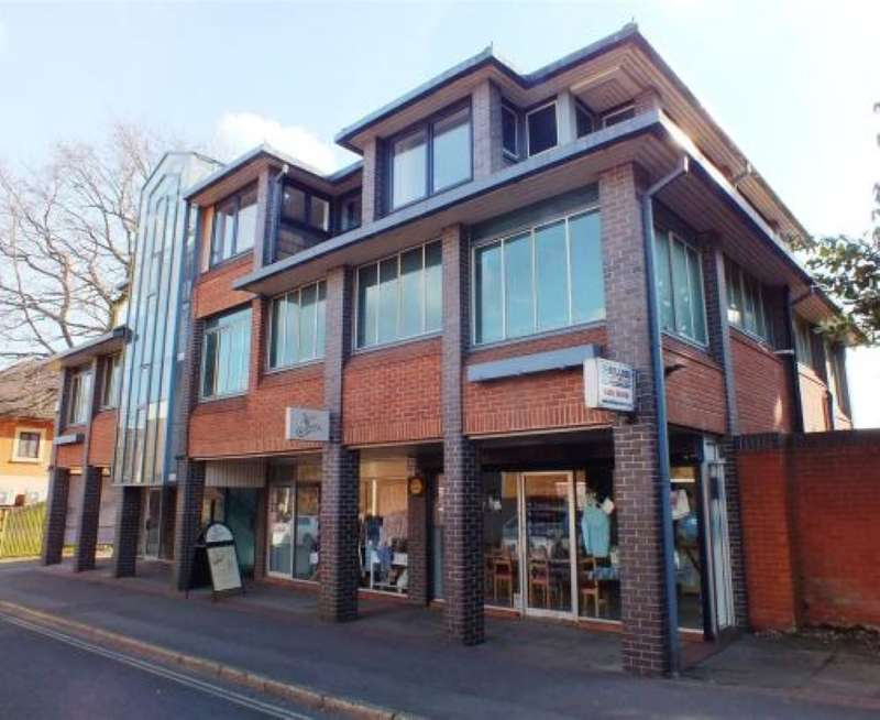 2 Bedrooms Apartment Flat for sale in Branksome Chambers, Branksomewood Road, Fleet, Hampshire, GU51 4JS