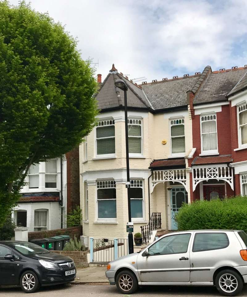 2 Bedrooms Maisonette Flat for sale in Rosebery Road, Muswell Hill, London, N10 2LE