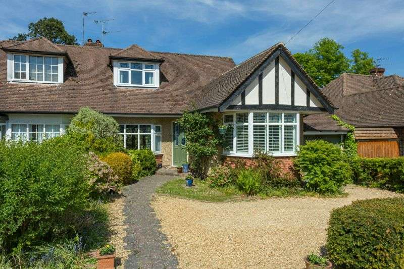 3 Bedrooms Semi Detached Bungalow for sale in Kenilworth Drive, Croxley Green, Hertfordshire WD3