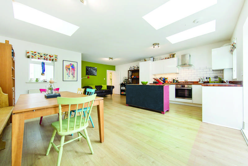 2 Bedrooms Flat for sale in Baldry Gardens, SW16