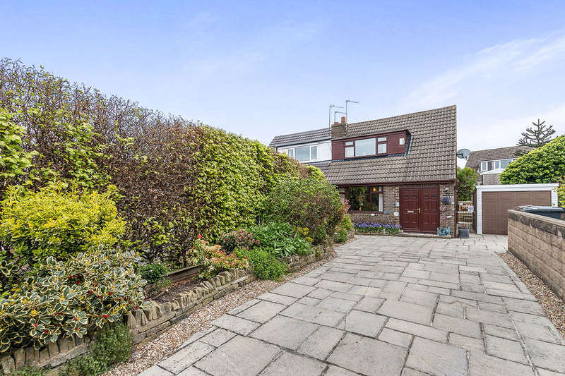 2 Bedrooms Semi Detached Bungalow for sale in Elizabeth Street, Wyke, Bradford, BD12