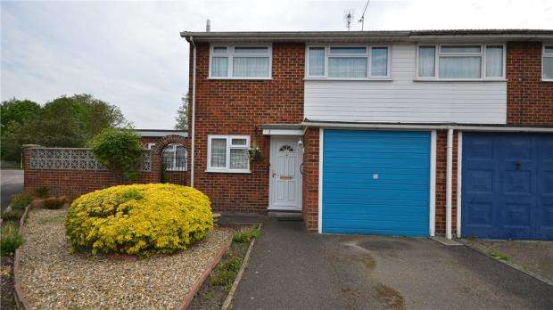3 Bedrooms End Of Terrace House for sale in Binsted Drive, Blackwater, Surrey