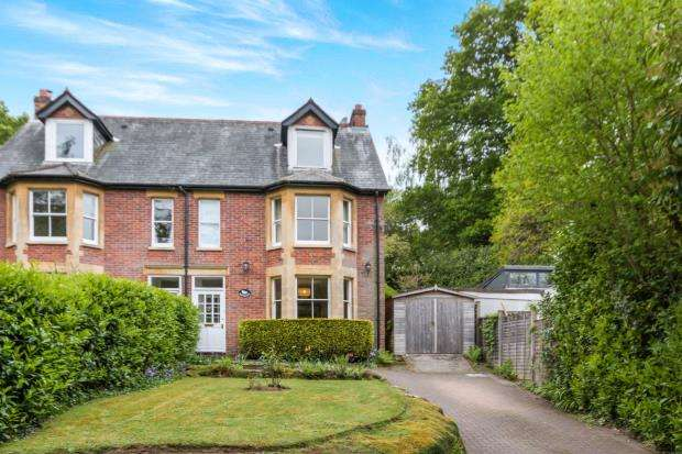 4 Bedrooms Semi Detached House for sale in Haslemere, Surrey, United Kingdom