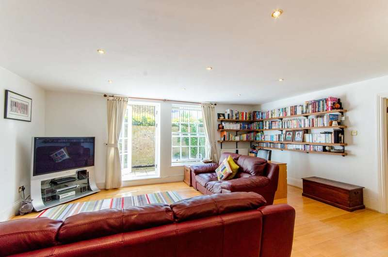 2 Bedrooms Flat for sale in Royal Drive, Friern Barnet, N11