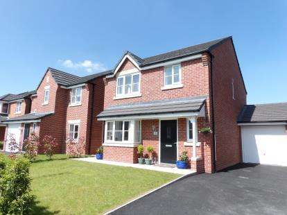 House for sale in Dumers Chase, Radcliffe, Manchester, Greater Manchester