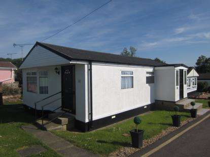 3 Bedrooms Mobile Home for sale in Dunton Mobile Home Park, Lower Dunton Road, Brentwood