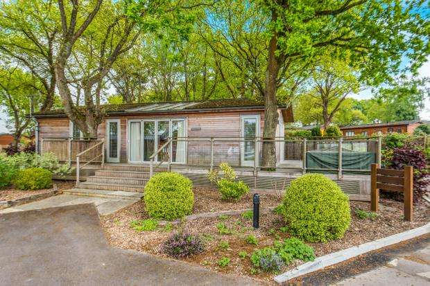 2 Bedrooms Mobile Home for sale in Farley Green, Albury, Surrey