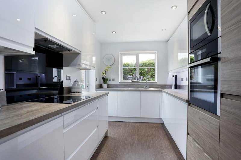 5 Bedrooms Detached House for sale in Chasewood Corner, Bussage, Stroud