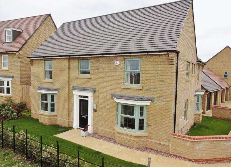 5 Bedrooms Detached House for sale in Harrier Close, Priors Hall Park, Weldon