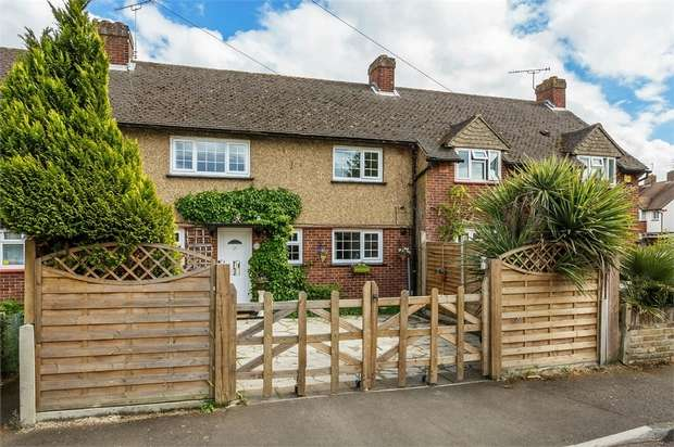 3 Bedrooms Terraced House for sale in Southdown Road, Hersham, WALTON-ON-THAMES, Surrey