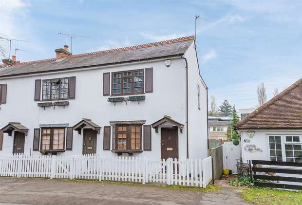 2 Bedrooms Semi Detached House for sale in Lower Road, Chalfont St Peter, Buckinghamshire