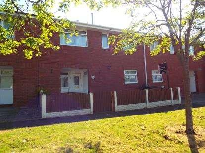 4 Bedrooms Terraced House for sale in Caithness Court, Runcorn, Cheshire, WA7