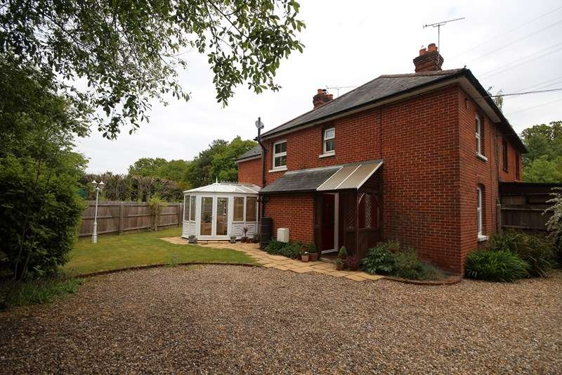 3 Bedrooms Semi Detached House for sale in Boundary Lane, St Leonards, Ringwood