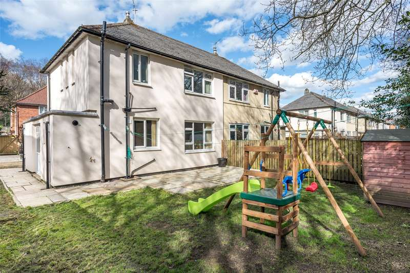 3 Bedrooms Semi Detached House for sale in Iveson Drive, Leeds, West Yorkshire, LS16