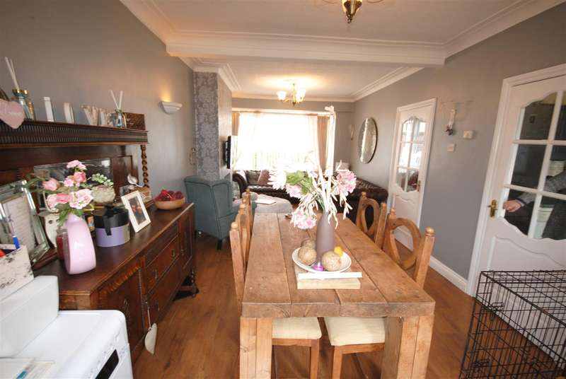 3 Bedrooms Semi Detached House for sale in Roundhouse Avenue, Whelley, WIgan.