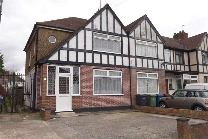 3 Bedrooms Property for sale in Fisher Road, Harrow Weald, Middlesex