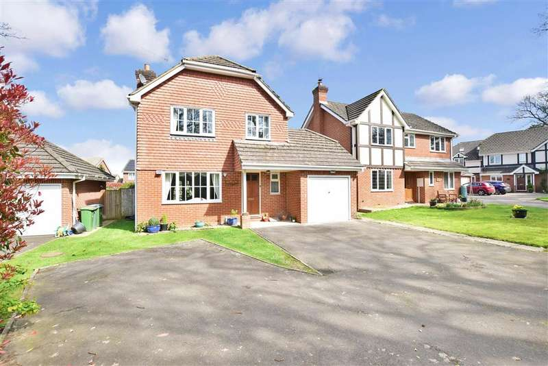 4 Bedrooms Detached House for sale in Treadcroft Drive, Horsham, West Sussex