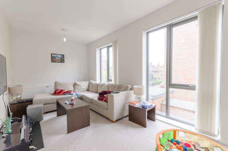 4 Bedrooms House for sale in South Molton Road, Canning Town, E16