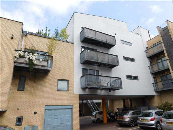 2 Bedrooms Apartment Flat for sale in Betsham Street, Hulme, Manchester
