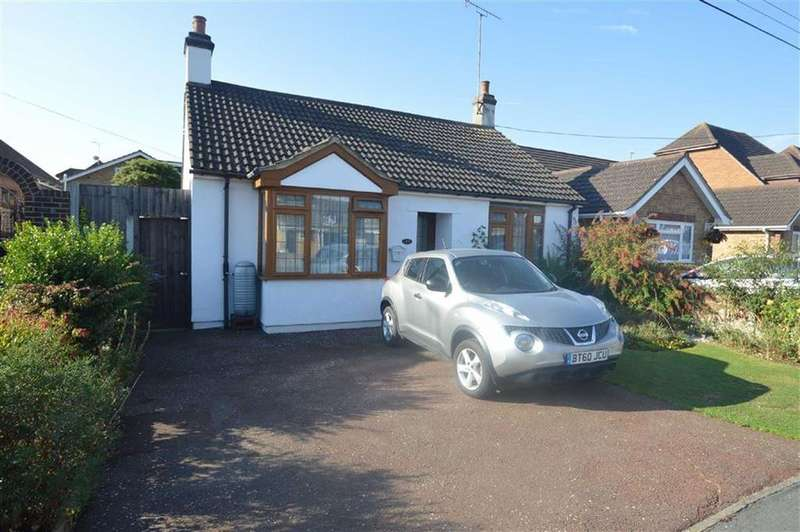 3 Bedrooms Detached Bungalow for sale in Lascelles Gardens, Ashingdon, Essex