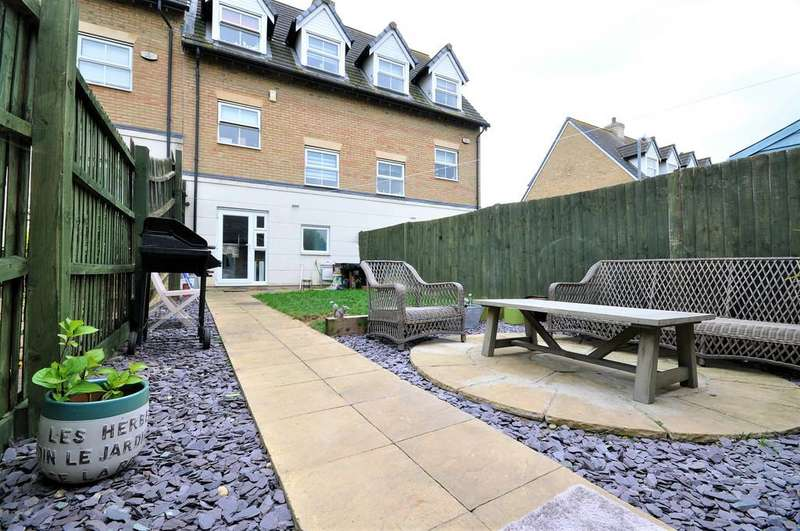 3 Bedrooms Town House for sale in Sandmartin Crescent, Stanway, West Colchester