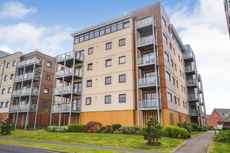 2 Bedrooms Flat for sale in Penshurst House, Groombridge Avenue, Eastbourne, BN22