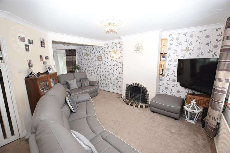 3 Bedrooms Terraced House for sale in Cedar Road, Canvey Island