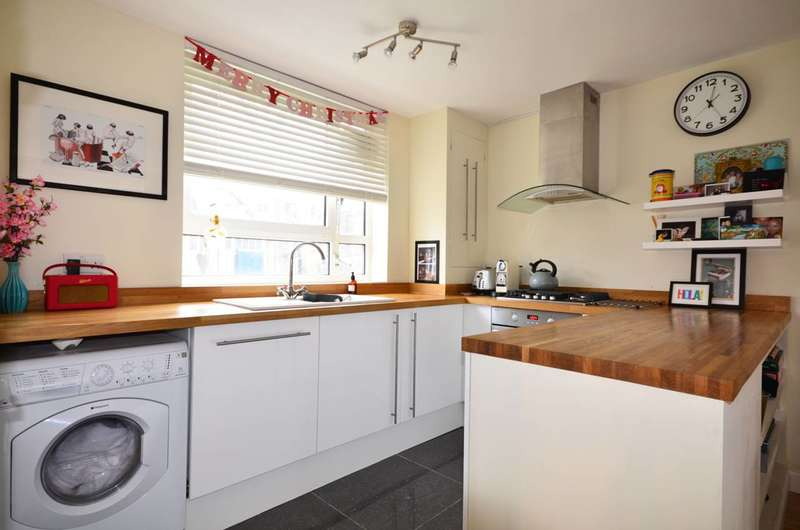 1 Bedroom Flat for sale in Northcote Road, Between the Commons, SW11