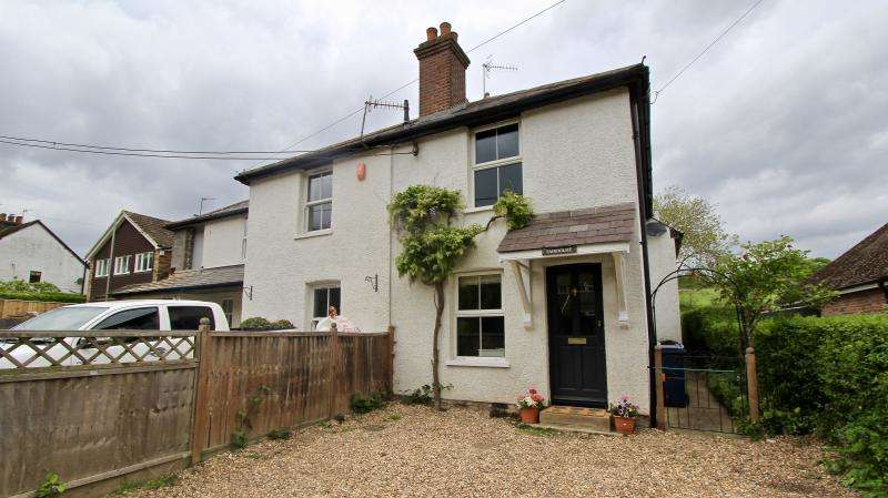 3 Bedrooms Semi Detached House for sale in Nags Head Lane, Great Missenden HP16