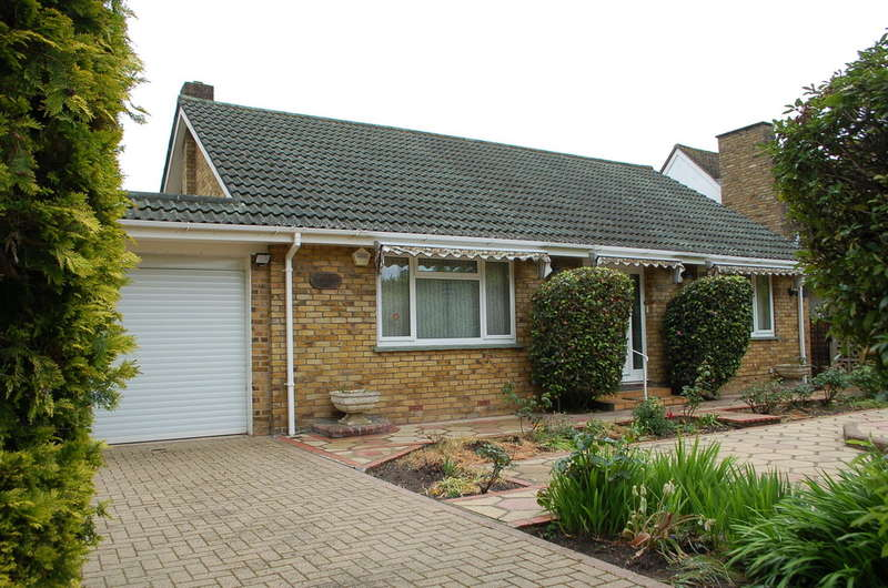 3 Bedrooms Detached Bungalow for sale in Hampton