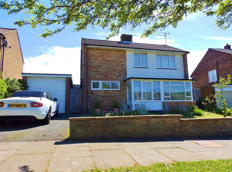 3 Bedrooms Detached House for sale in Glendale Avenue, Eastbourne