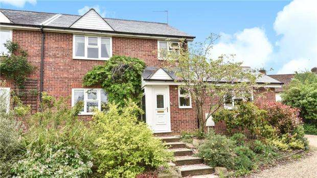3 Bedrooms Semi Detached House for sale in Winchester Road, Whitchurch, Hampshire